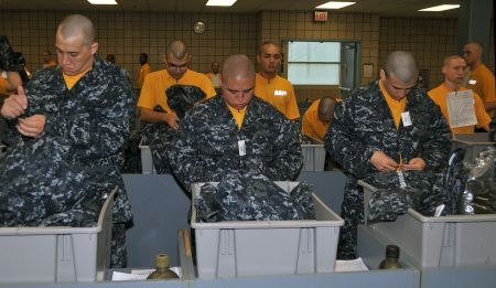 male_u-s-_navy_seaman_recruits_try_on_their_new_navy_working_uniform_at_recruit_training_command_great_lakes_ill-_april_30_2009_090430-n-ik959-991